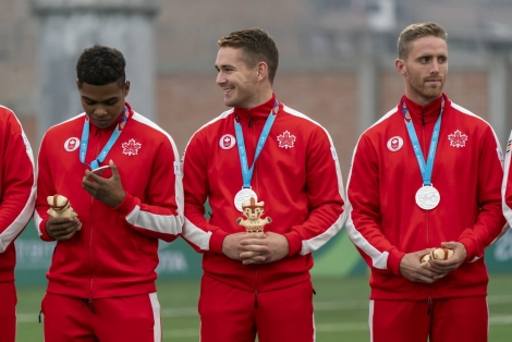 Équipe Canada célèbre sa médaille d'argent en rugby masculin aux Jeux panaméricains de Lima 2019, au Pérou, le 28 juillet 2019. Photo David Jackson/COC