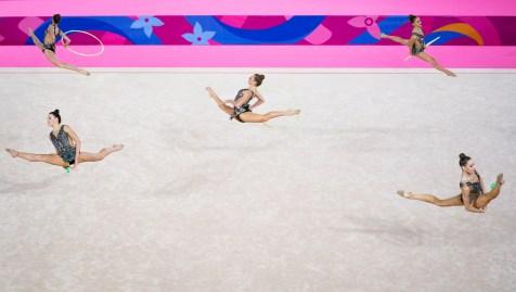 Alexandra Udachina, Carmen Whelan, Alexandra Zilyuk, Vanessa Panov et Carmel Kallemaa pendant la routine de groupe en gymnastique rythmique aux Jeux panaméricains de Lima 2019 le 03 août 2019. Photo de David Jackson / COC