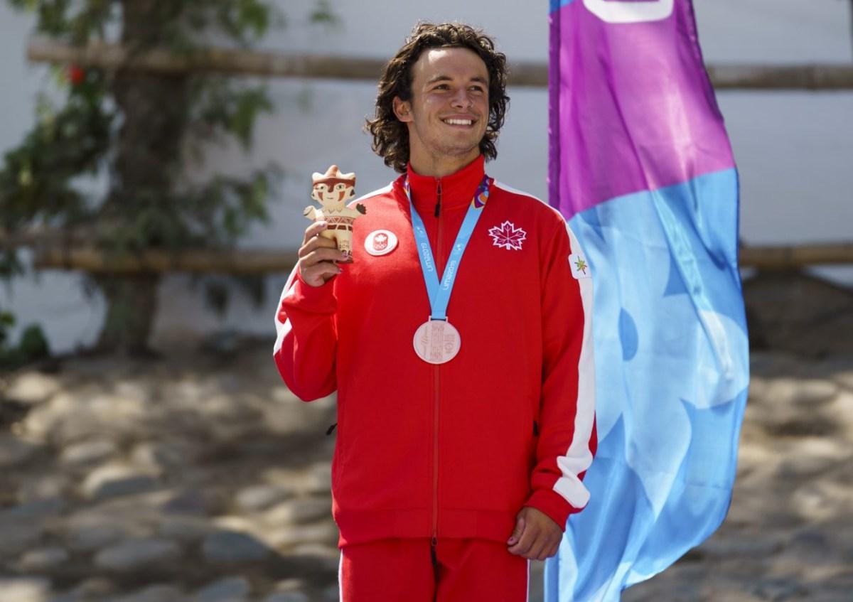 Keenan Simpson avec sa médaille de bronze