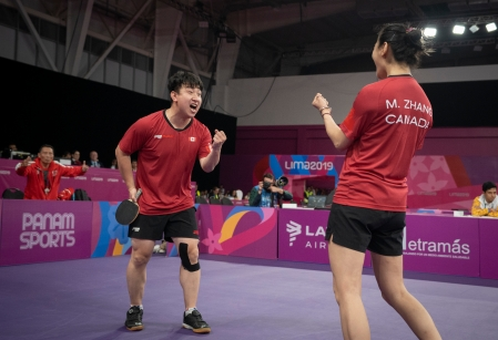 Eugene Wang et Mo Zhang participent à la finale pour l'or au double mixte en tennis de table aux Jeux panaméricains de Lima, au Pérou, le 5 août 2019. Photo : Dave Holland/COC