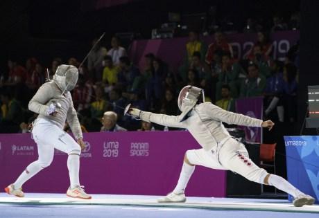 Deux escrimeurs en duel aux Jeux panaméricains