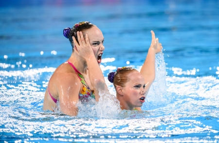Les Canadiennes Claudia Holzner et Jacqueline Simoneau lors de l'épreuve duo de natation artistique des Jeux panaméricains de Lima, le 31 juillet 2019. (Photo : Christopher Morris/COC)