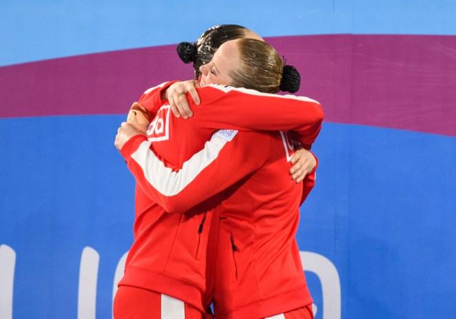 Claudia Holzner et Jacqueline Simoneau remportent l'or au concours en duo de natation artistique des Jeux panaméricains de Lima, au Pérou, le 31 juillet 2019. (Photo : Christopher Morris/COC)