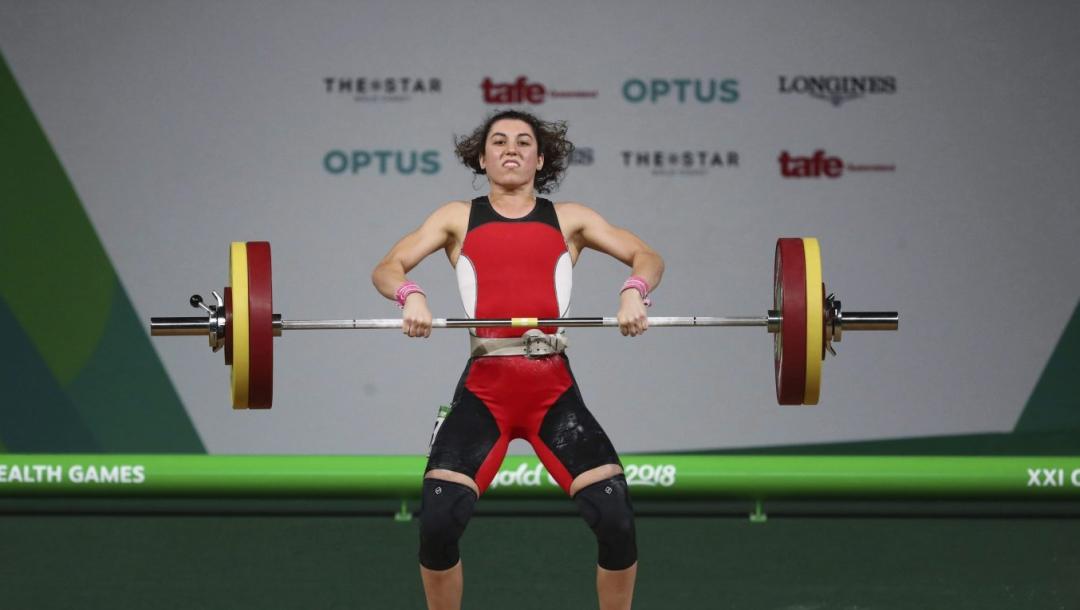 Une athlète d'haltérophilie en action