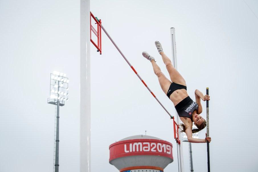 Alysha Newman participe au saut à la perche aux Jeux panaméricains de Lima, au Pérou, le 8 août 2019. Photo : Vincent Ethier/COC