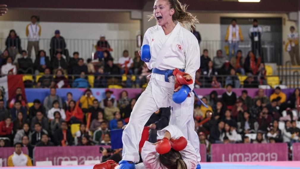 Deux athlètes s'affronte au karaté