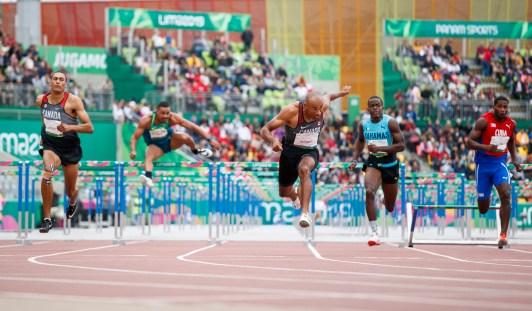Pierce Lepag et Damian Warner pendant le 110 m haies à Lima 2019