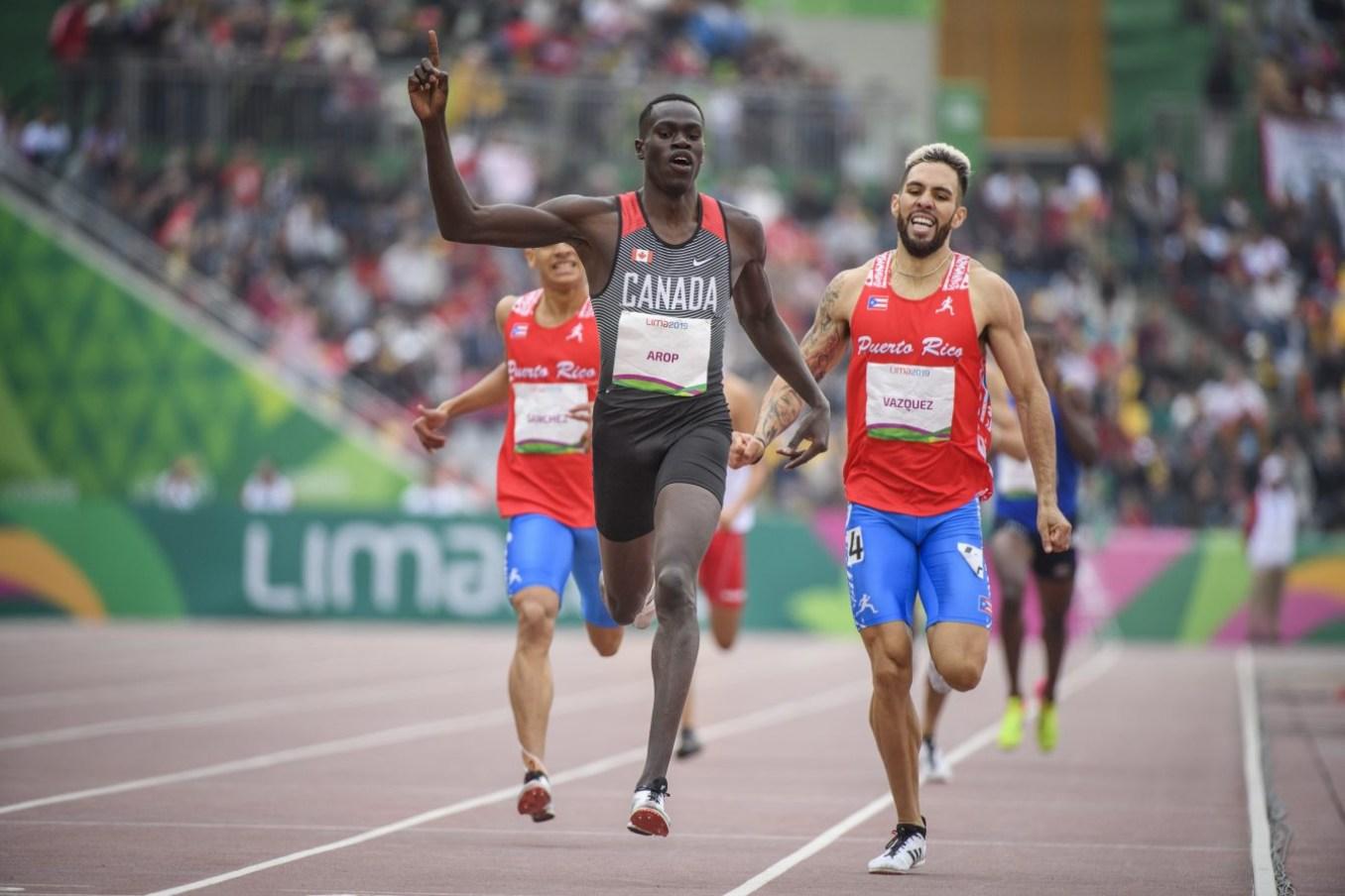 Marco Arop remporte le 800 m et établit un nouveau record panam de 1:44,25 aux Jeux panaméricains de Lima, au Pérou, le 10 août 2019. Photo : Christopher Morris