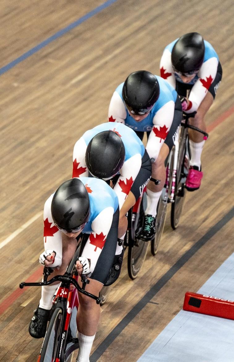 Maggie Coles-Lyster, Erin Attwell, Miriam Brouwer et Laurie Jussaume participent à la finale pour l'or de la poursuite par équipes féminine aux Jeux panaméricains de Lima, au Pérou, le 2 août 2019. Photo : David Jackson