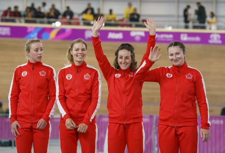 Maggie Coles-Lyster, Erin Attwell, Miriam Brouwer et Laurie Jussaume remportent l'argent en poursuite par équipes aux Jeux panaméricains de Lima, au Pérou, le 2 août 2019. Photo : David Jackson