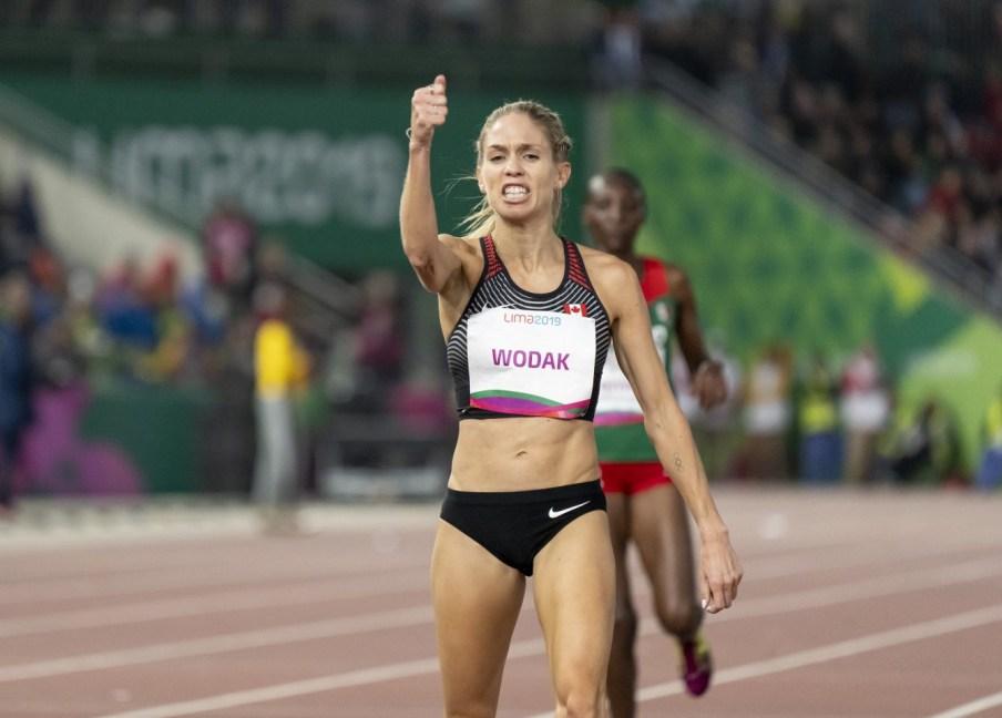 Natasha Wodak célèbre après avoir remporté le 10 000 m et enregistré un nouveau record panaméricain de 31:55,17 aux Jeux panaméricains de Lima, au Pérou, le 6 août 2019. Photo : David Jackson/COC