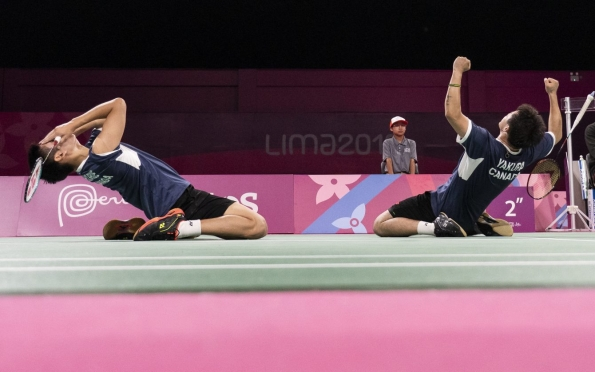 Nyl Yakura et Jason Ho-Shue prennent l'or au tournoi de badminton masculin en double aux Jeux panaméricains de Lima, au Pérou, le 2 août 2019. Photo : Dave Holland/COC