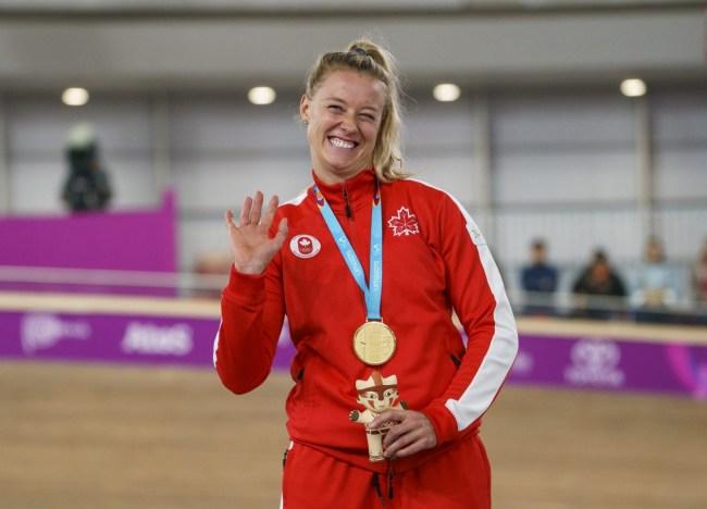 Kelsey Mitchell célèbre sa médaille d'or au sprint féminin au vélodrome de Lima 2019