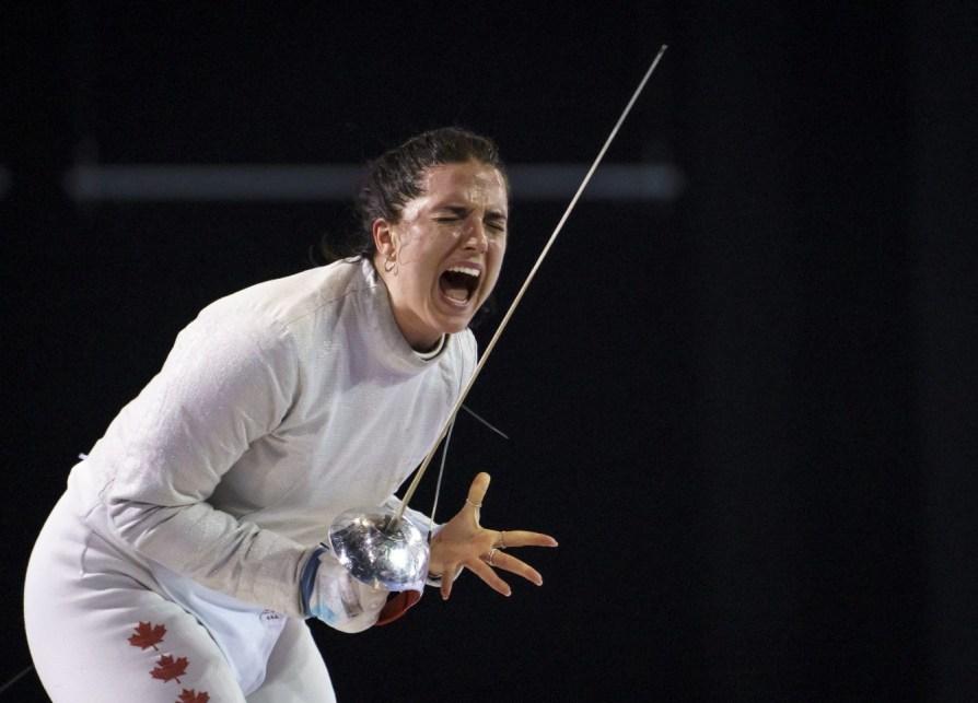 Gabriella Pagé célèbre après avoir défait Eileen Grench, du Panama, en quart-de-finale à l'épreuve du sabre, en escrime, aux Jeux panaméricains de Lima, au Pérou, le 6 août 2019. Photo : Dave Holland/COC