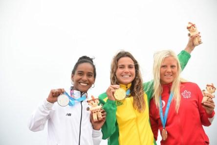 Mathea Odin et les autres médaillées de la planche longue féminine à Lima 2019