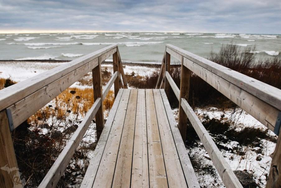 Quai à Kincardine, un endroit pour les surfeurs dans l'ouest de l'Ontario, sur le lac Huron. Photo : Andrew Jowett