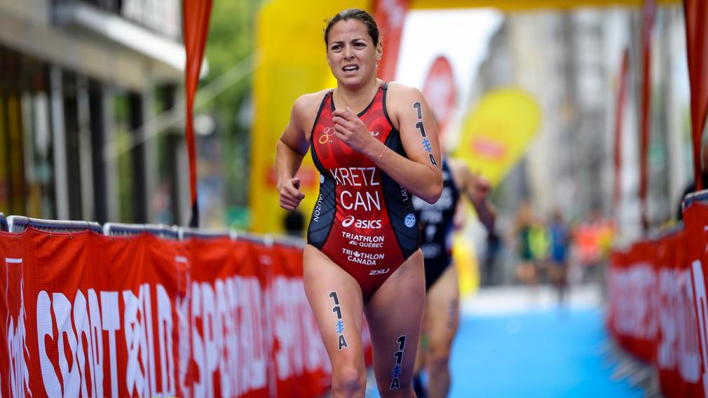 Amélie Kretz coure lors d'un triathlon.