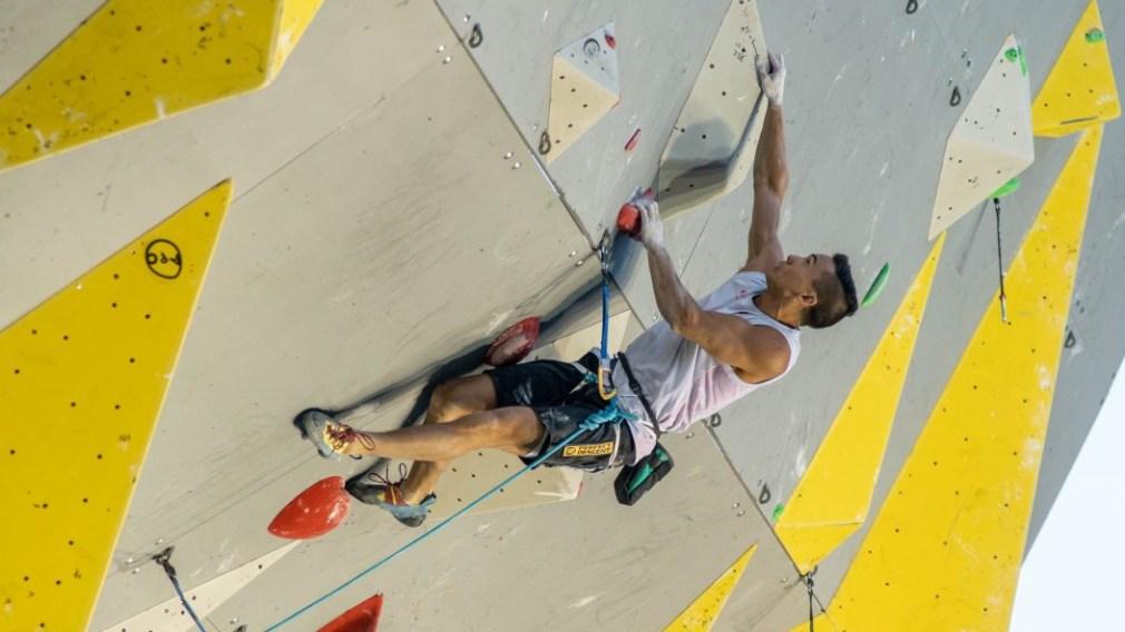 Sean McColl en action sur un mur d'escalade