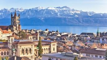 Vue de Lausanne avec les montagnes en fond.