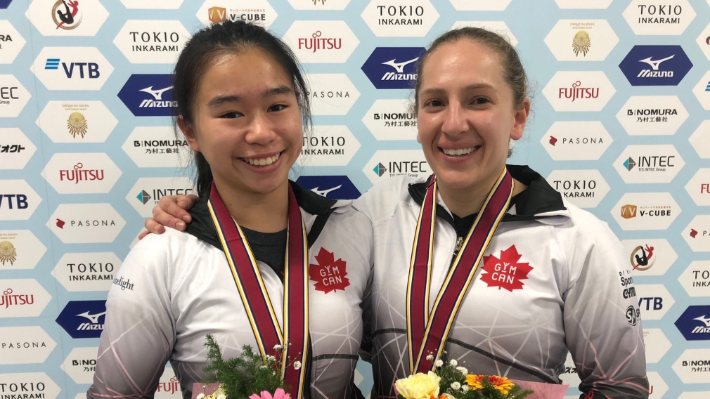 Samantha Smith et Rachel Tam avec leurs médailles