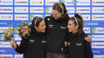 Maltais, Weidemann et Blondin partagent un moment de complicité sur le podium
