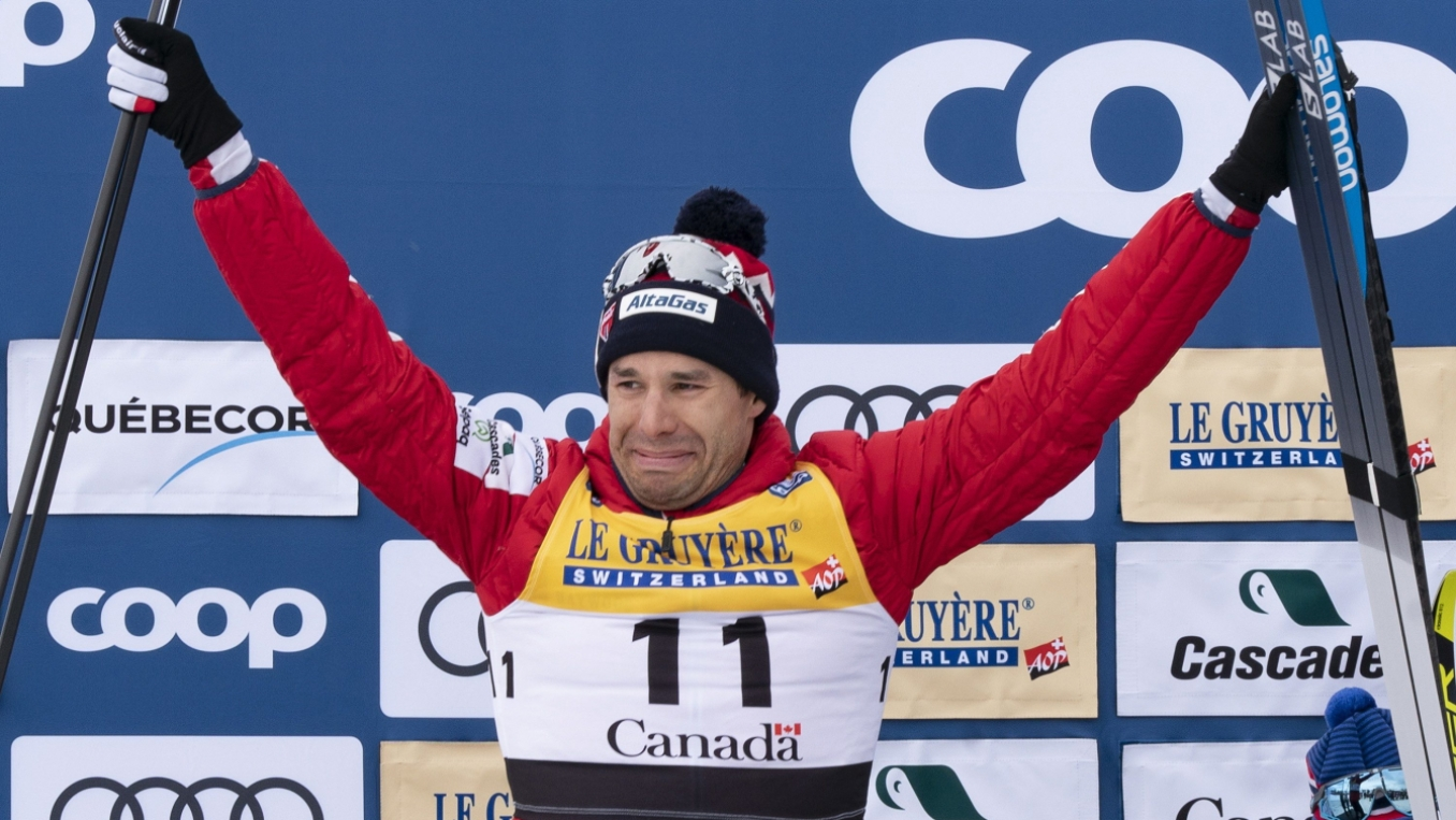 Alex Harvey émotif sur le podium.