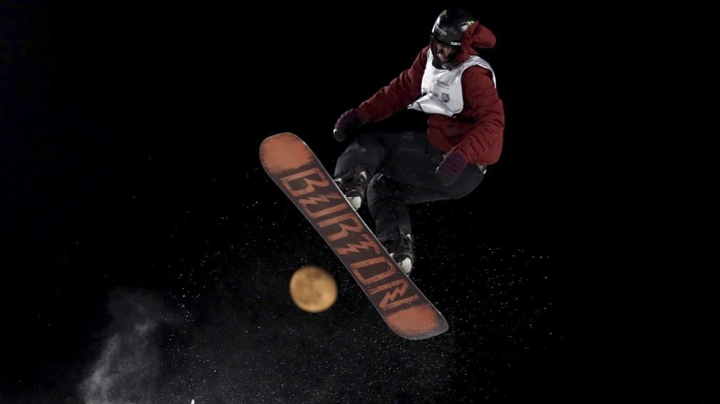 Darcy Sharpe prend son envol sur un saut