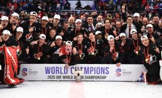Équipe Canada pose pour une photo de groupe