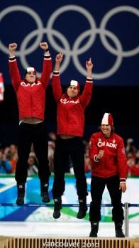 Les trois Canadiens sautent sur le podium