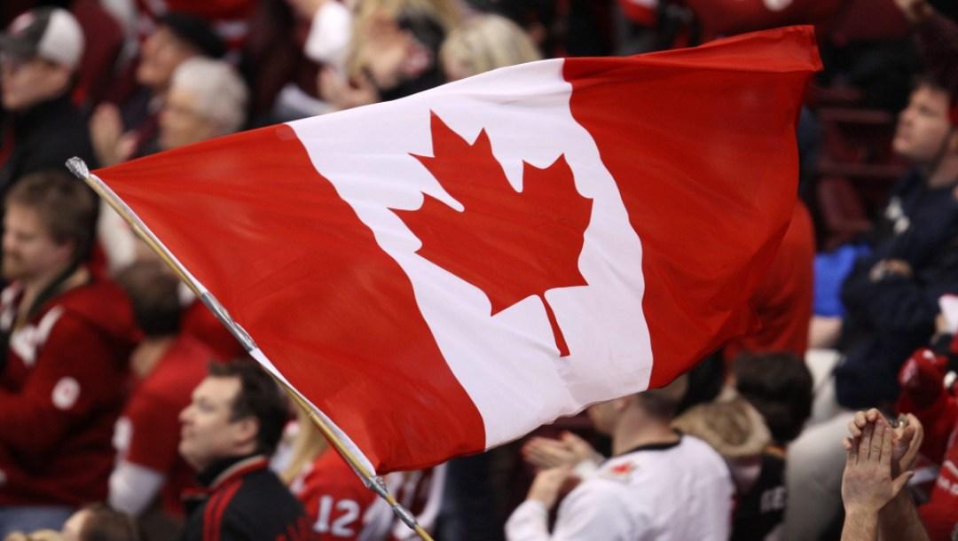 Équipe Canada drapeau canadien foule vancouver 2010