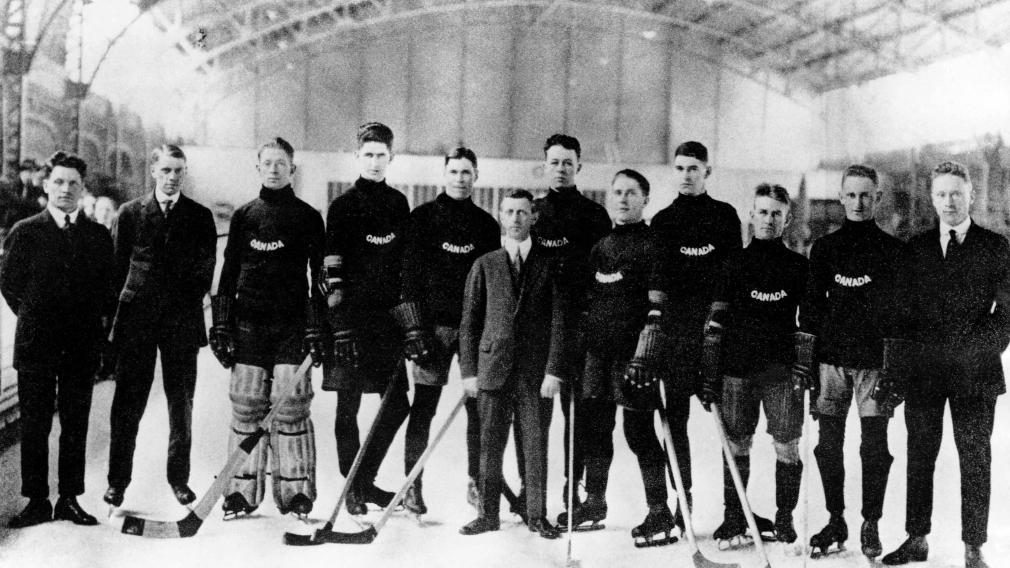 1920 – Équipe masculine de hockey des Falcons de Winnipeg