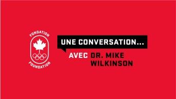 « Une conversation avec Dr Mike Wilkinson » écrit en blanc sur fond rouge