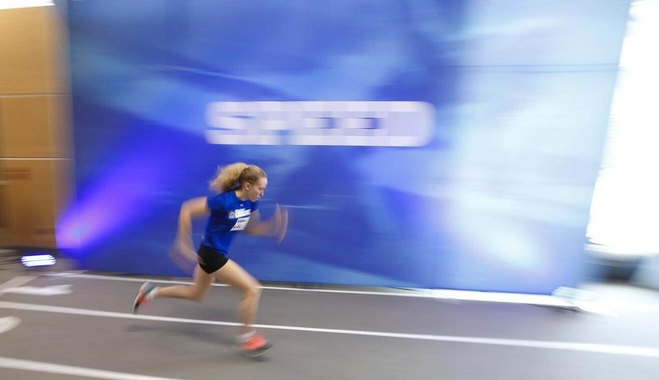 Une jeune athlète lors d'un sprint au Camp des recrues RBC