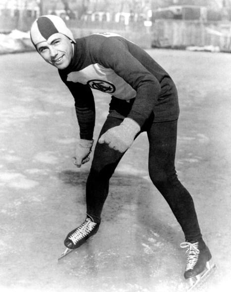 Le Canadien Frank Stack lors de l'épreuve de patinage de vitesse au Jeux olympiques de 1932 à Lake Placid. Stack a remporté la médaille de bronze au 10 000 m.