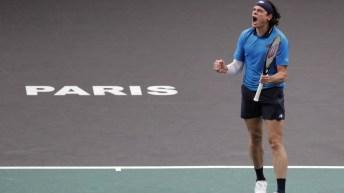 Milos Raonic remporte son match contre Ugo Humbert et avance vers les demi-finales du Masters de Paris le vendredi 6 novembre 2020.