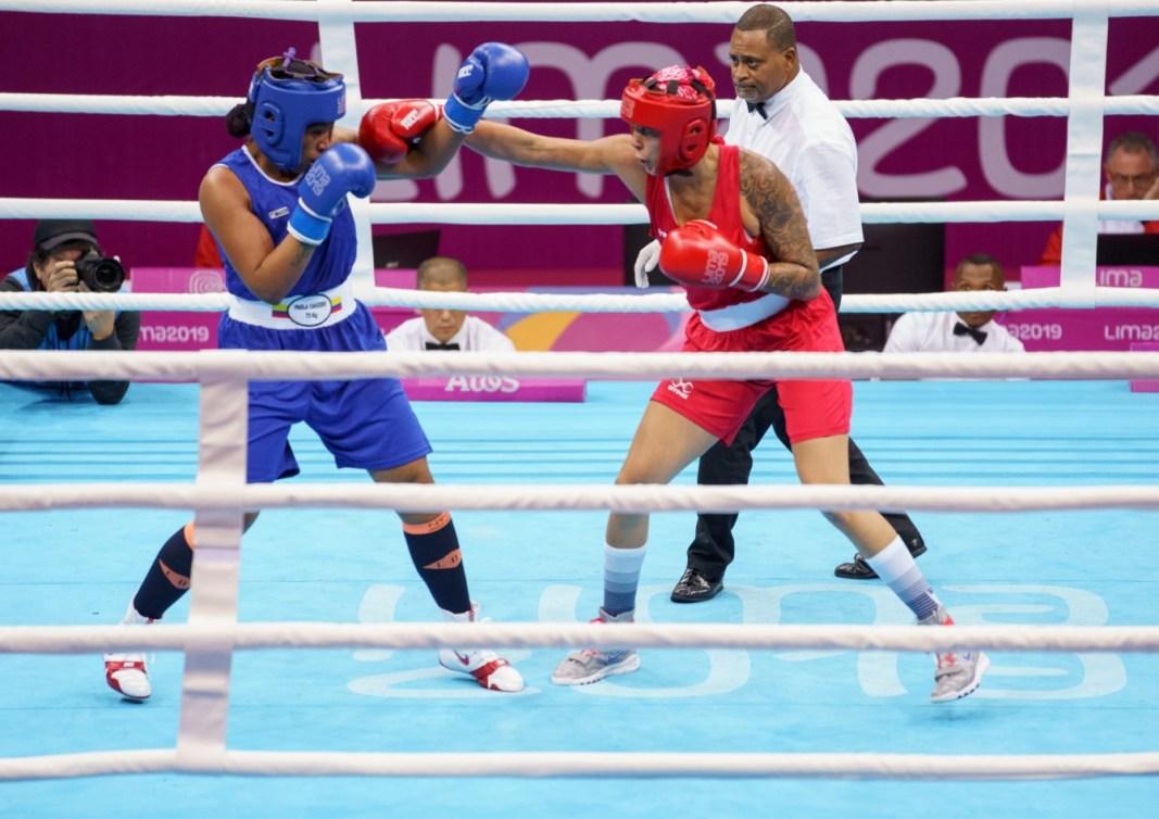 Deux boxeuses en plein combat