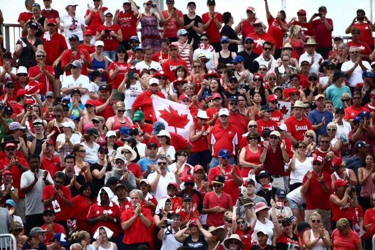 Le public encourage le Canada au President's Choice Ajax Pan Am Ballpark dans le match de la médaille d'or du Canada contre les États-Unis le 26 juillet 2015.