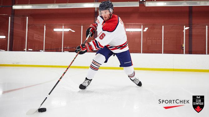 Sautez sur la glace avec un nouveau bâton de hockey et une paire de gants Sherwood