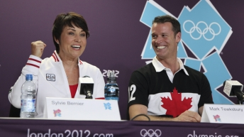 Le chef de mission Mark Tewksbury et la chef de mission adjointe Sylvie Bernier à la conférence de presse d'ouverture d'Équipe Canada des Jeux de Londres 2012 le vendredi 27 juillet 2012.