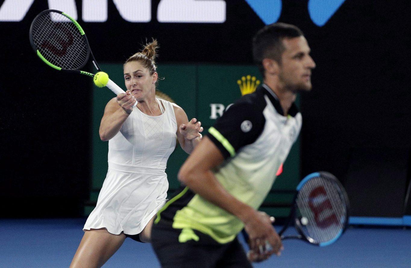 Gabriela Dabrowski et son coéquipier Mate Pavic jouent en double mixte aux Internationaux d'Australie à Melbourne