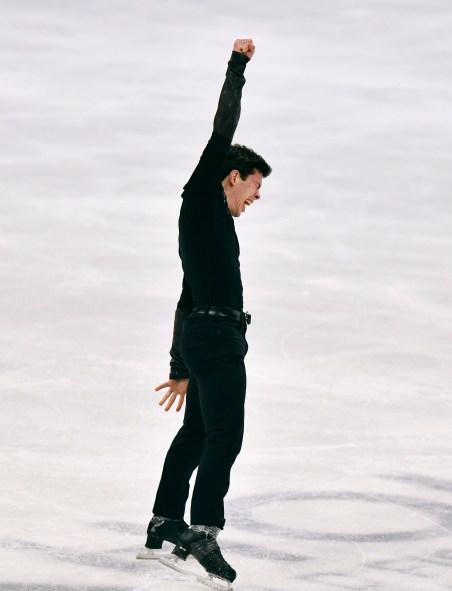 Keegan Messing du Canada durant sa performance au programme libre masculin dans le cadre des Championnats mondiaux de patinage artistique à Stockholm, en Suède, Samedi, 27 mars 2021, (AP Photo/Martin Meissner)