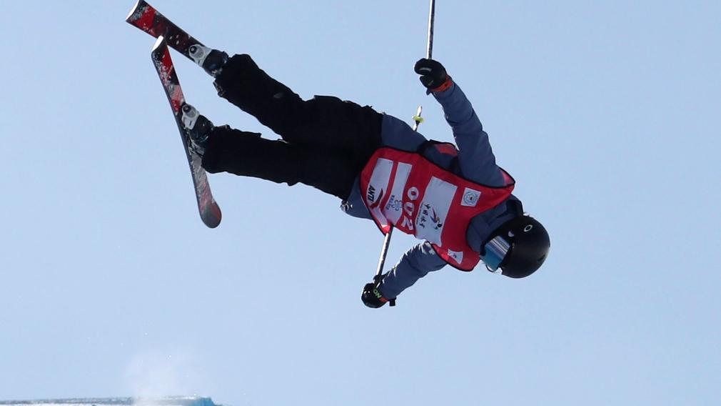 La médaillée d'argent, Rachael Karker, et plein saut