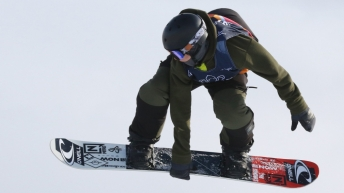 Liam Brearley en plein saut