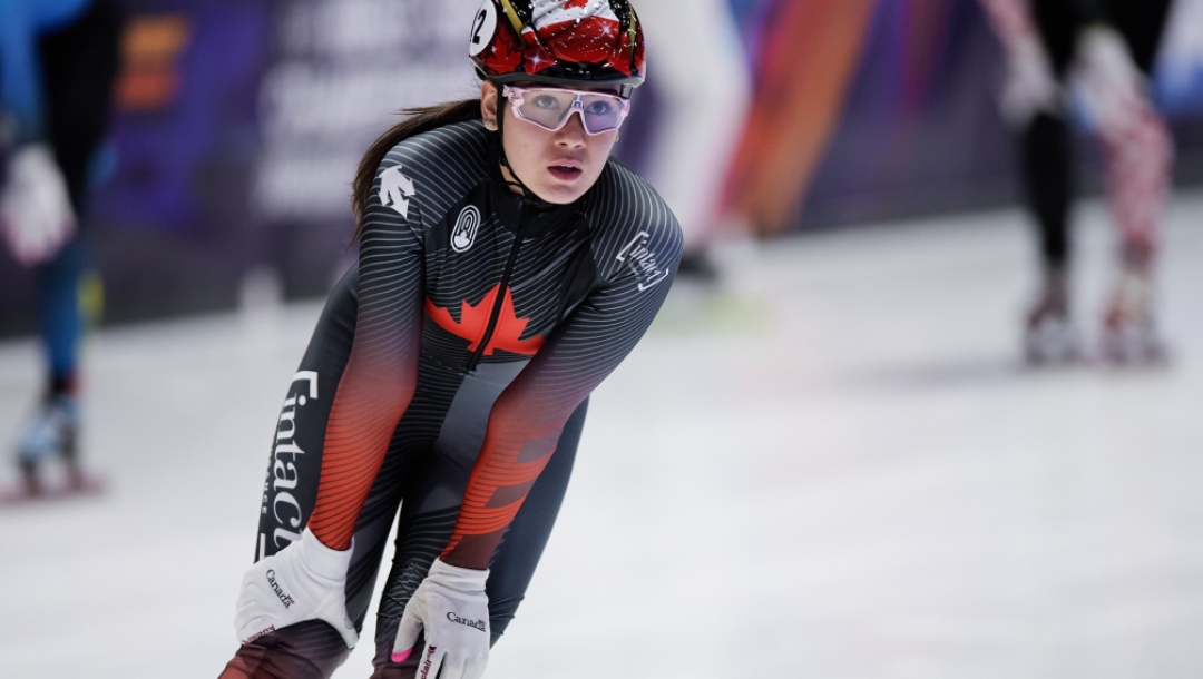 Multiples médailles en de patinage de vitesse courte piste pour Courtney Sarault au Championnat du monde de Dordrecht aux Pays-Bas