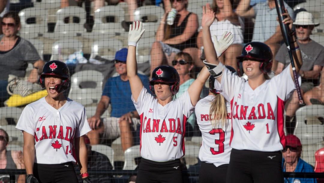 Équipe Canada Janet Leung, Joey Lye, Erika Polidori, Kelsey Jenkins Softball