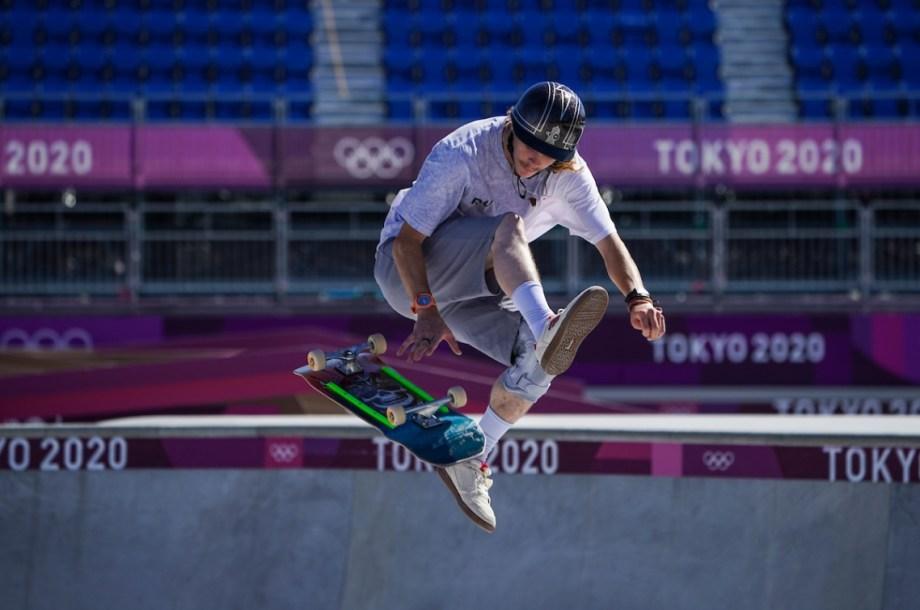 Un athlète de skateboard en action