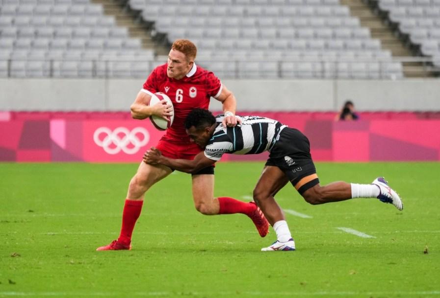 Deux joueurs de rugby en action