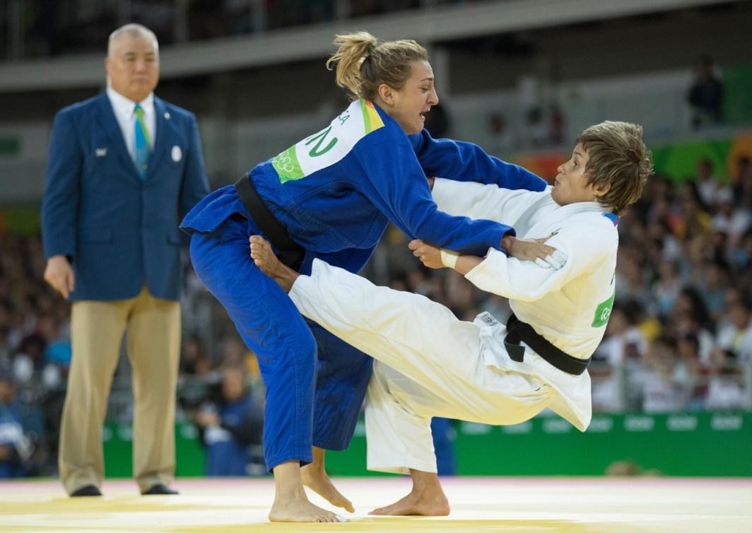 Deux judokas s'affrontent