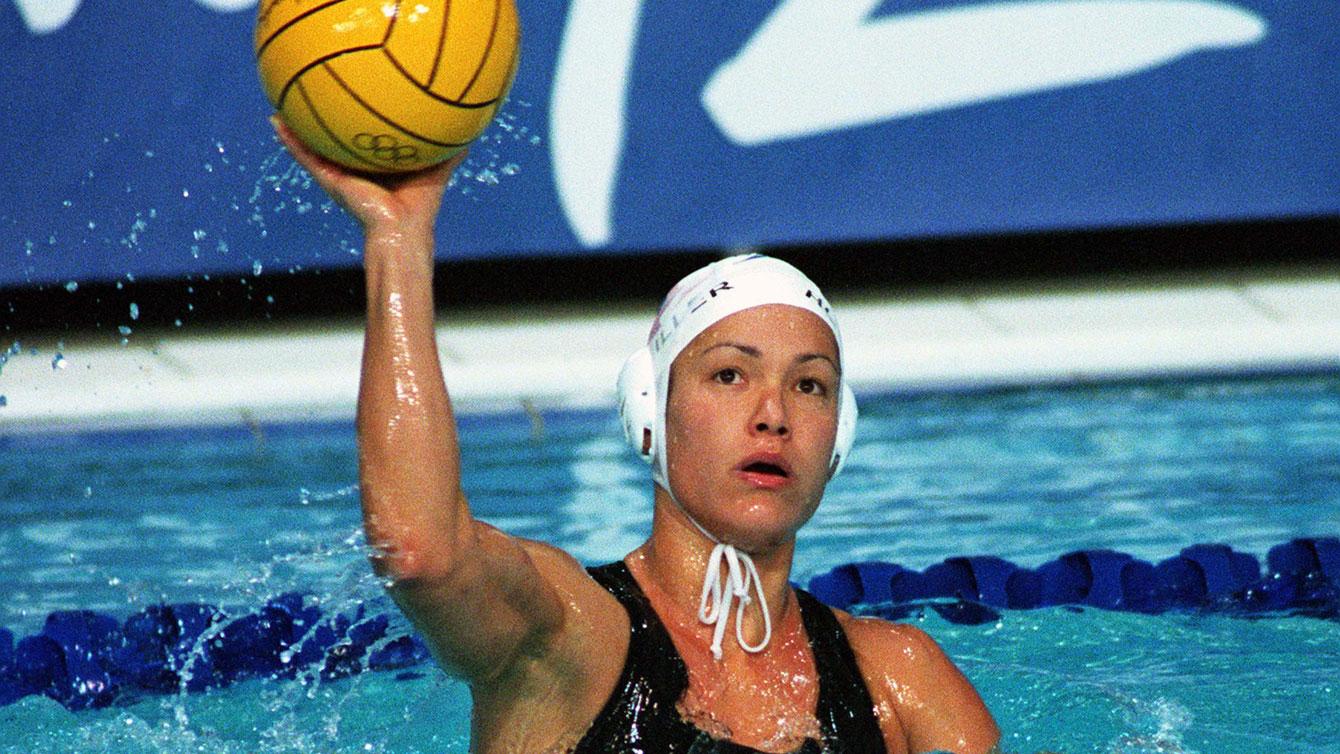La joueuse de water-polo Waneek Horn-Miller pendant un match aux Jeux olympique de Sydney 2000.