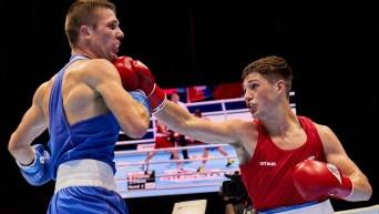 Deux boxeurs s'affrontent